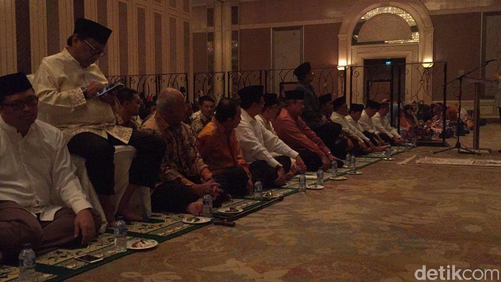 Jokowi dan SBY Duduk Lesehan Sederet di Acara Buka Puasa Bersama Ical