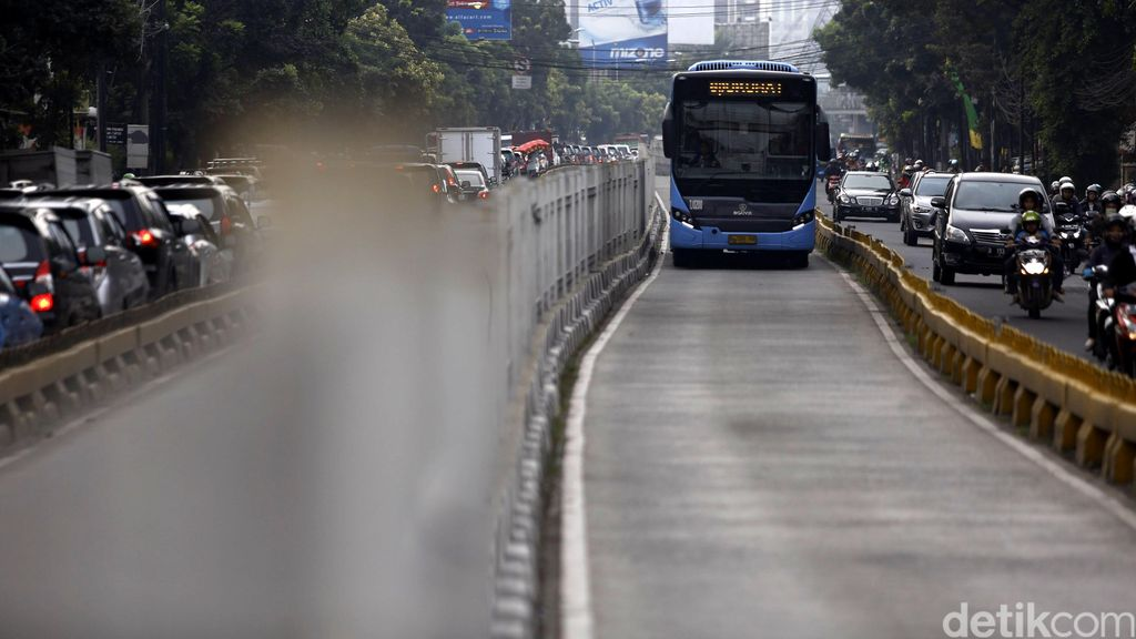 Naik Transjakarta Kini Harus Tap In dan Tap Out, Diuji Coba Besok di Koridor I