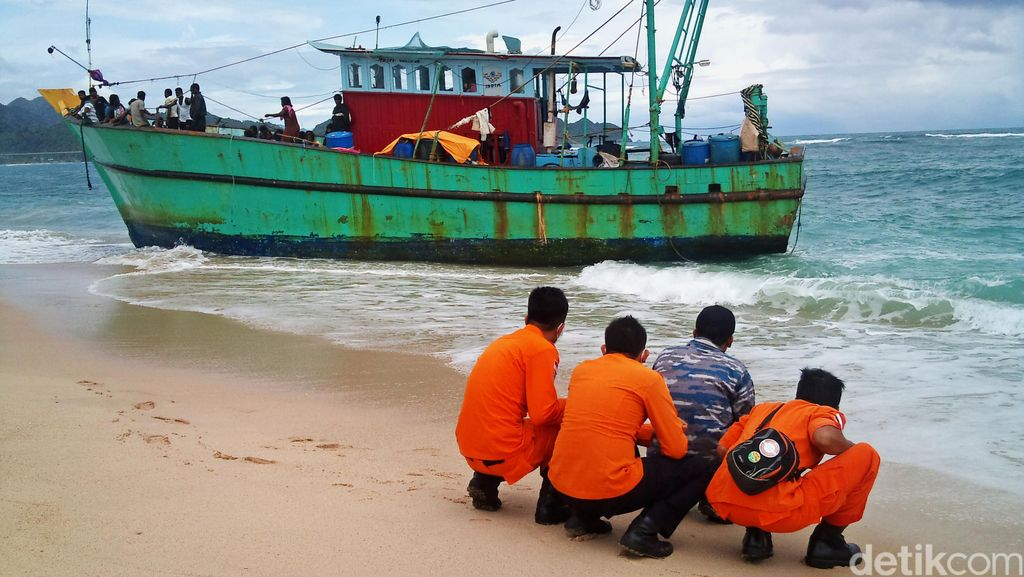 Warga Etnis Tamil Minta Kapal Baru Saat Bertemu Gubernur Aceh