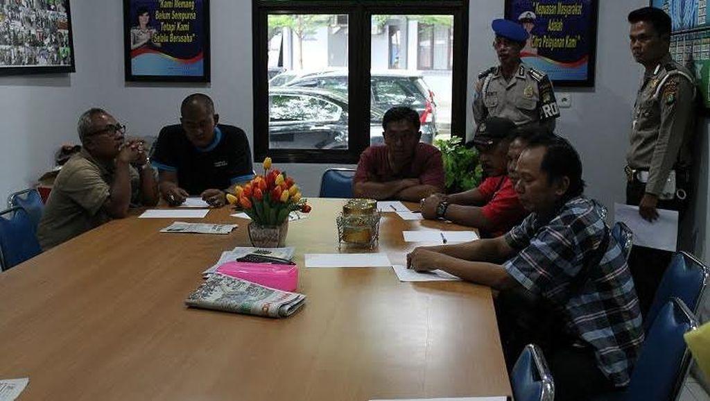 Calo Kocar-kacir Saat Razia di Samsat Depok, 8 Pria Diamankan dan Dibina