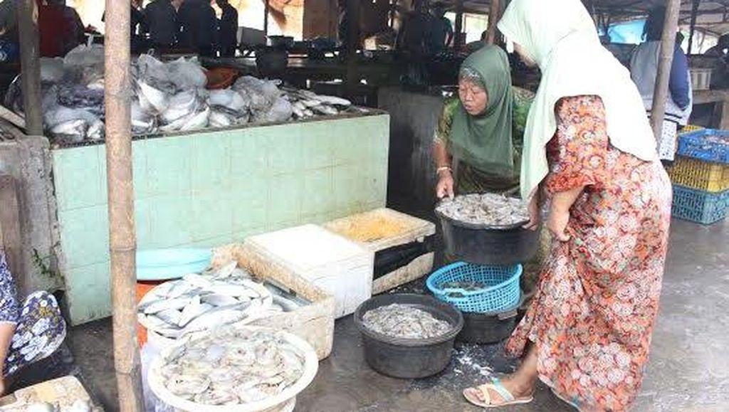 Nelayan Tak Melaut, Harga Ikan Laut Ikut Naik
