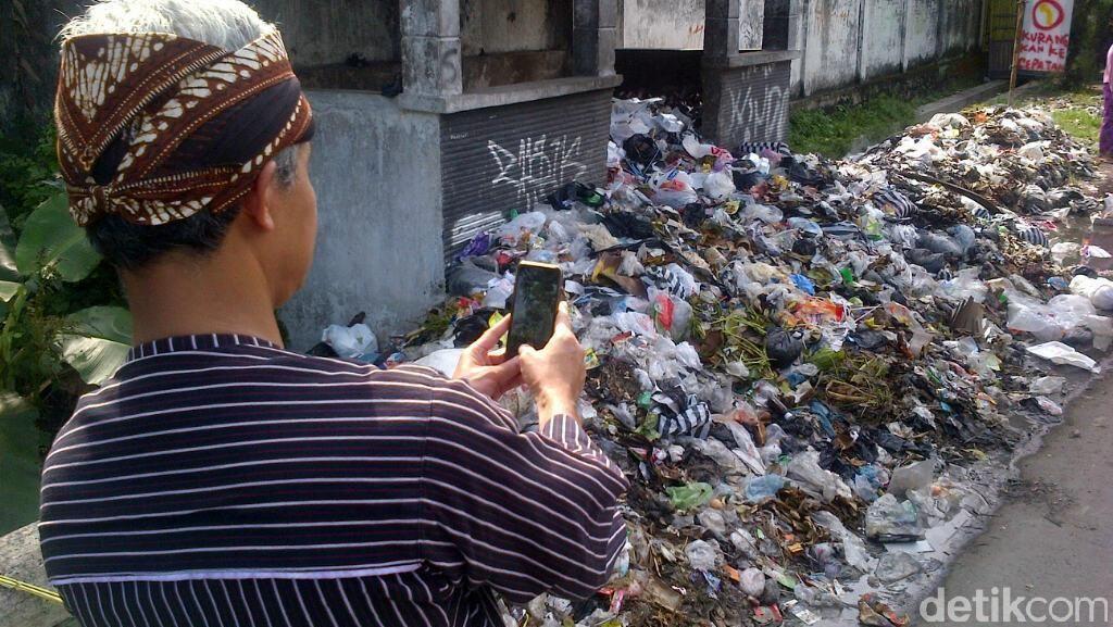 Gubernur Ganjar Kaget Lihat Gundukan Sampah Saat Kunjungi Klaten