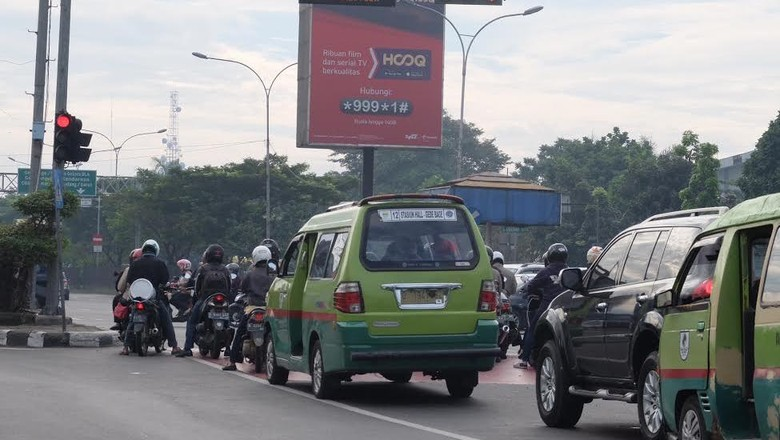Ketika Warga Keluhkan Durasi Lampu Merah di Perempatan Samsat Jl Soekarno-Hatta