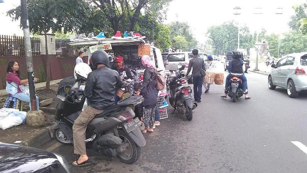 PKL Bermobil Buat Macet Kota Bandung