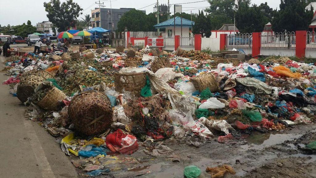 Parah! Ini Penampakan Horor Sampah di Beberapa Titik Pekanbaru