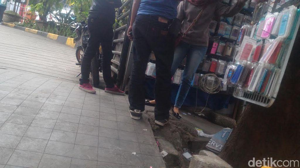 Ruwetnya Jl Purnawarman Bandung: Rambu Lalin Tak Dipatuhi dan Pedagang di Trotoar