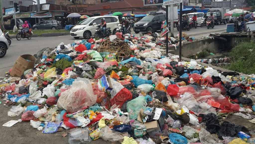 PT MIG Belum Lunasi Gaji Buruh Pengangkut Sampah di Pekanbaru