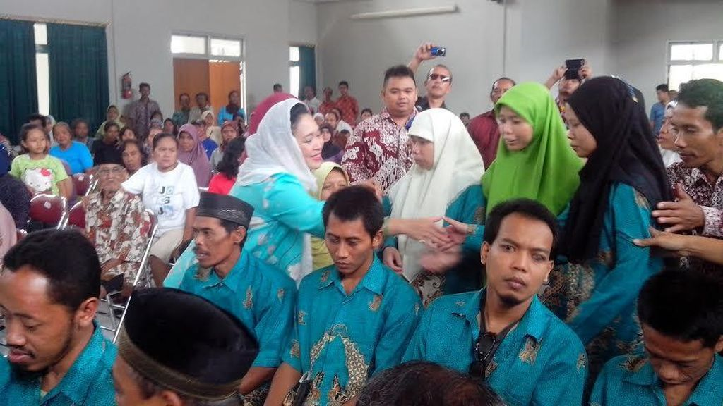 Titiek Soeharto Bagi-bagi Sembako di Yogyakarta