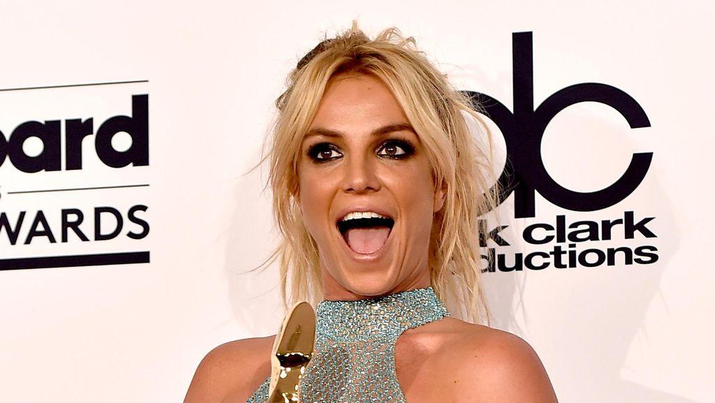 Ngeri! Britney Spears Hampir Tenggelam di Hawaii