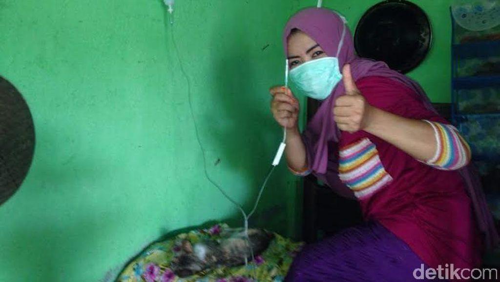 Cerita Desy Perempuan Berjilbab yang Rawat Anjing: Saya Pernah Digigit dan Demam