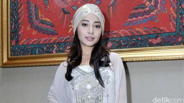Nikita Willy Cantik Berkaftan Putih