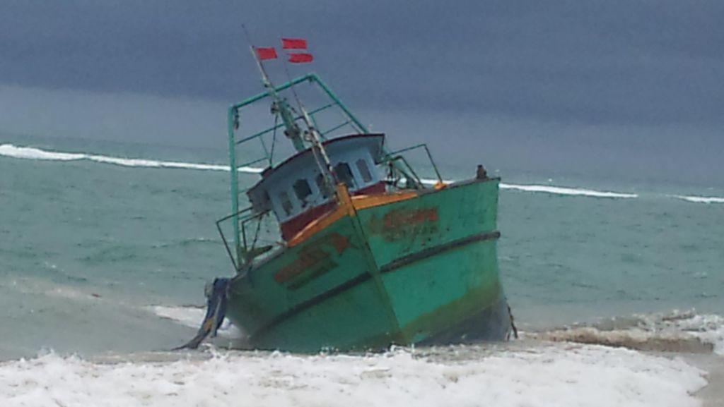 Kapal Warga Etnis Tamil yang Terdampar di Aceh Oleng, Miring 45 Derajat
