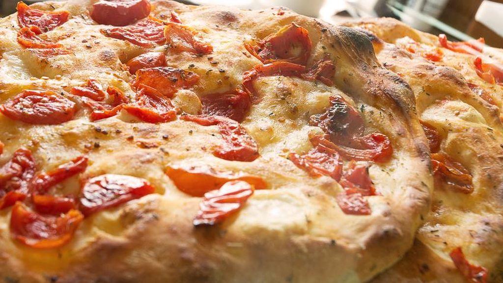 Beda Pelatih, Beda Perkara Soal Pizza