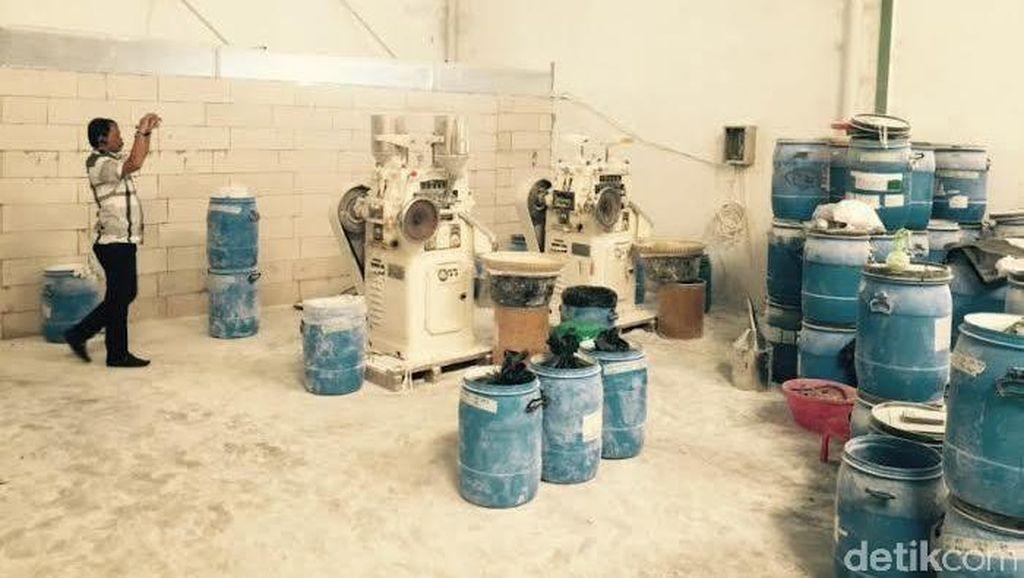 Omzet Pabrik Obat-obatan Ilegal di Tangerang Capai Miliaran