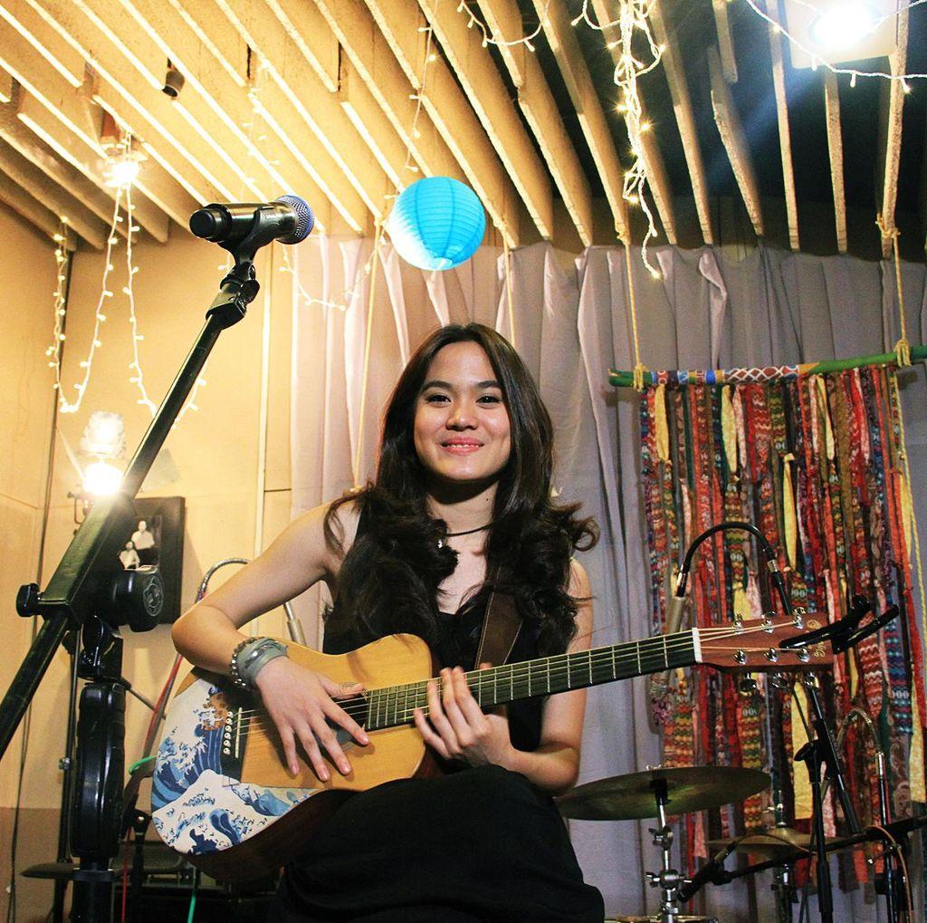 Guitar Hero Cikal Bakal Karir Sheryl Sheinafia
