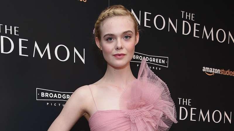 Elle Fanning, Pretty in Pink!