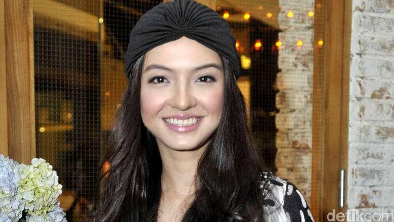 Raline Shah Cantik Berkaftan