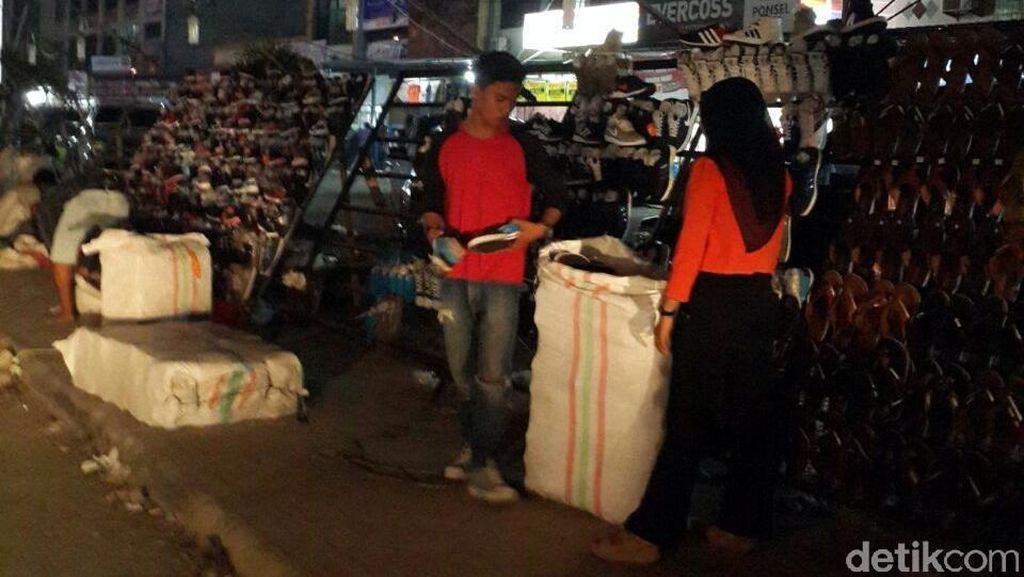 Jadi Biang Macet, Satpol PP Tertibkan Pasar Jongkok di Pekanbaru