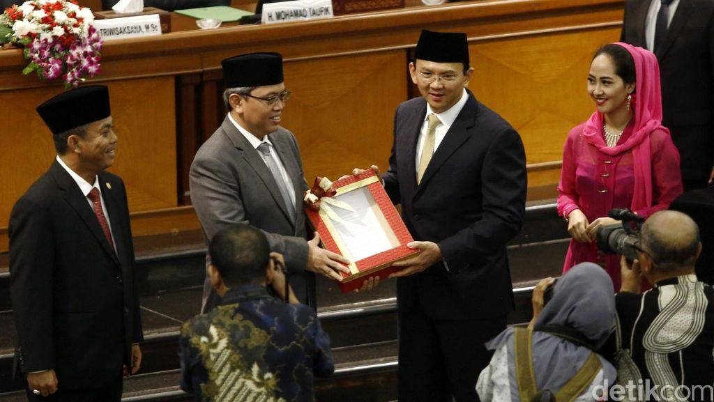 Ahok Bacakan Pelaksanaan APBD Provinsi Tahun 2015
