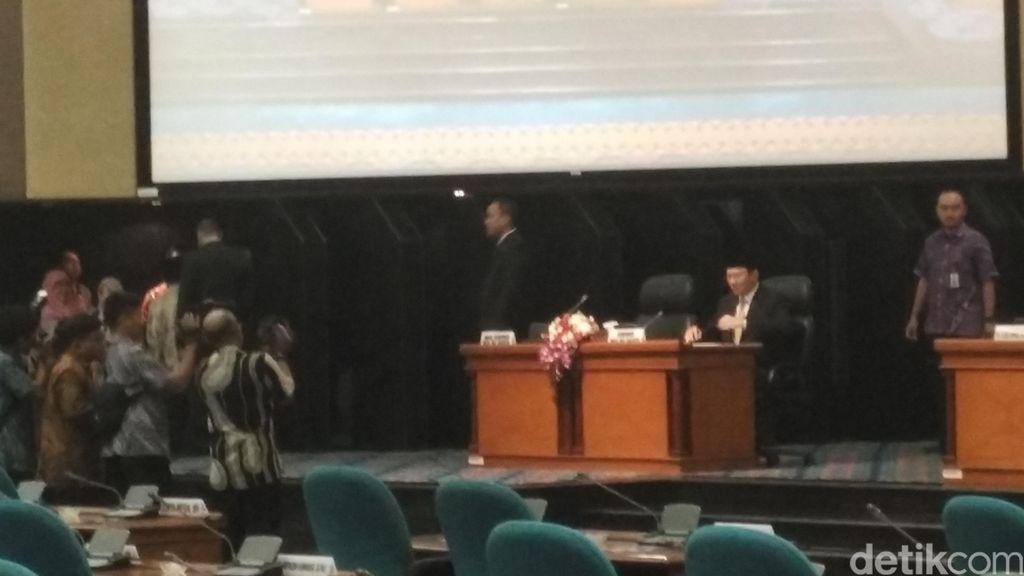 Ahok Bacakan Pertanggungjawaban Pelaksanaan APBD 2015 di DPRD DKI