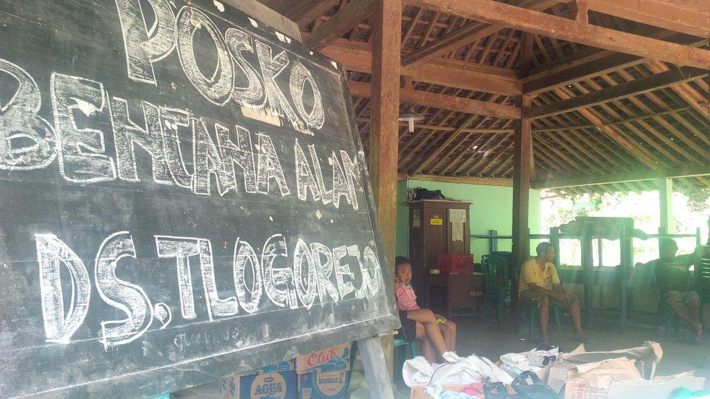 Terisolir karena Jalan Diterjang Longsor, 1.400 Warga Purworejo Andalkan Bantuan