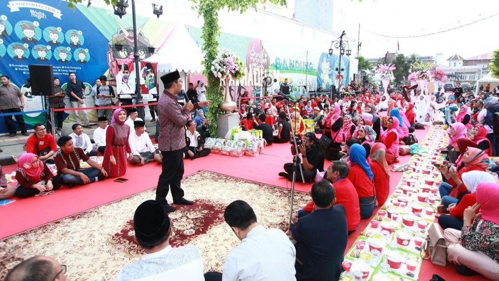 Serunya Buka Puasa 1.500 Warga Bersama Ridwan Kamil di Jalan Braga