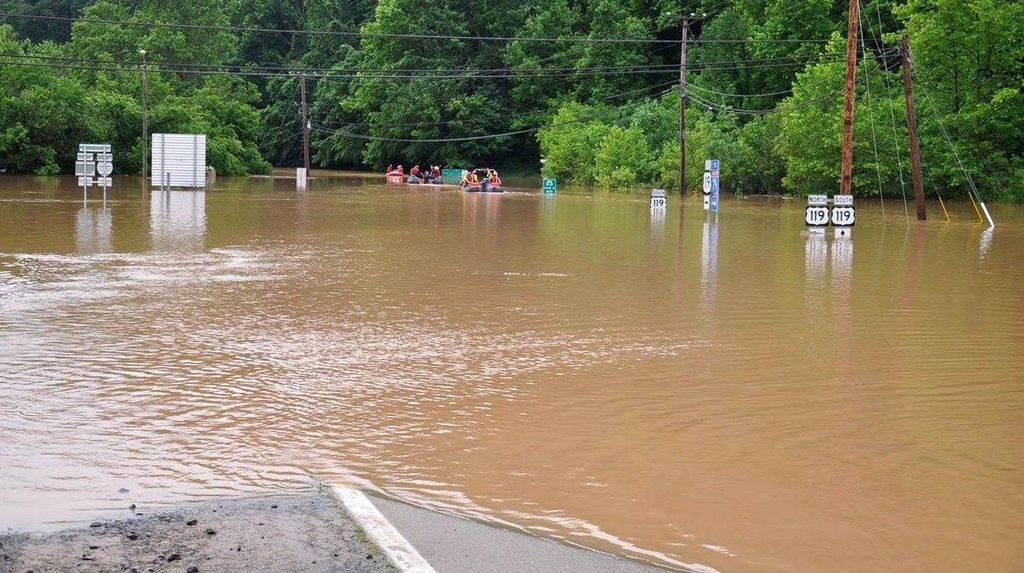 Banjir Landa West Virginia AS