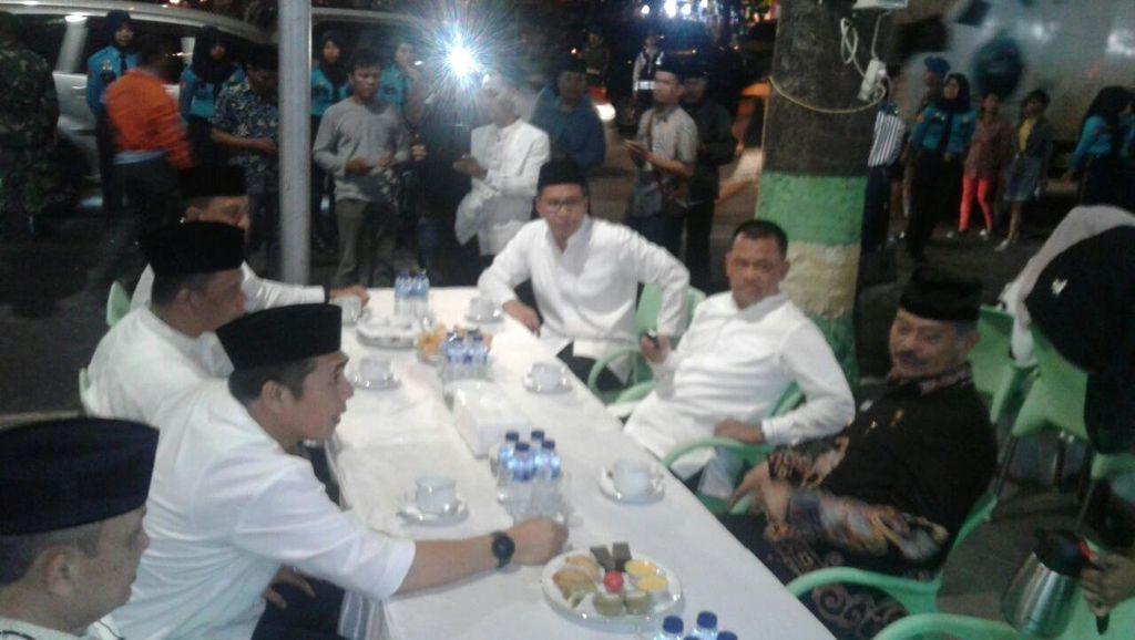 Walkot Makassar Bahas Harga Daging Saat Bertemu Panglima TNI di Pantai Losari