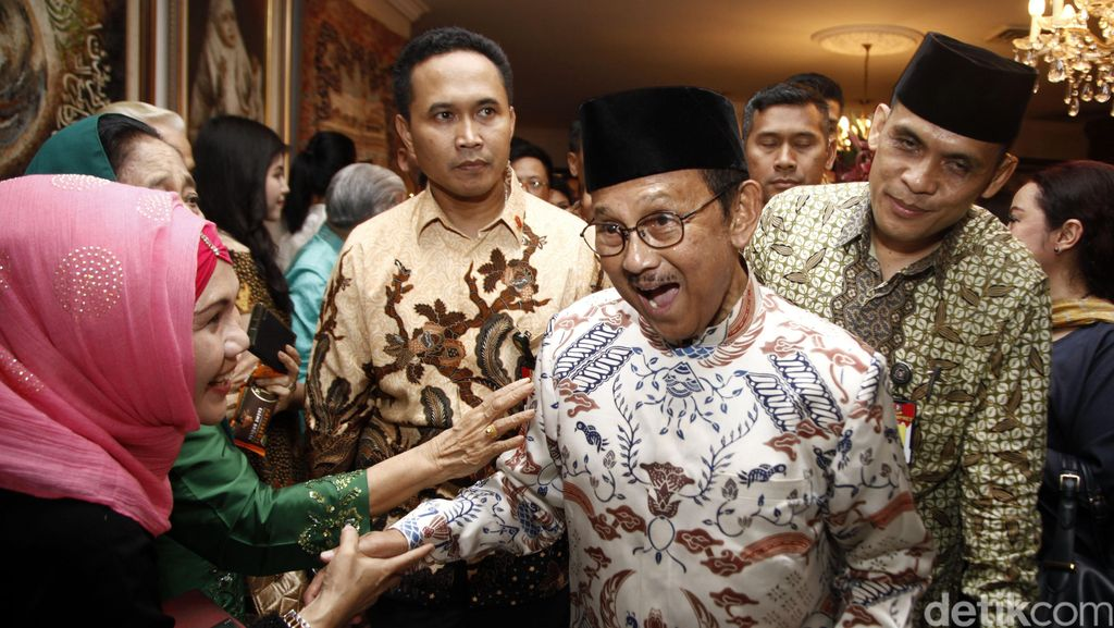 Jokowi-JK Buka Bersama di Kediaman Habibie
