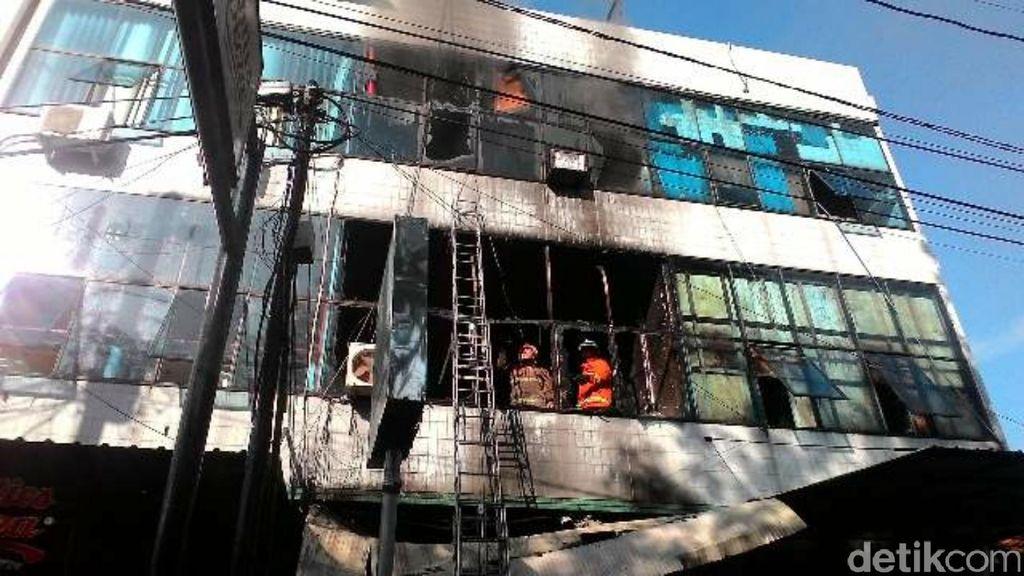 Seorang Nenek Tewas dalam Kebakaran Warnet dan Studio Foto di Semarang