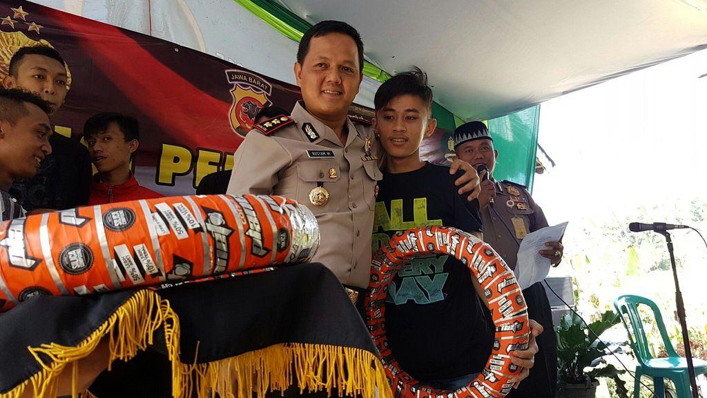 Resmi Bubar, Mantan Anggota Geng Motor di Sukabumi Dimodali Alat Bengkel