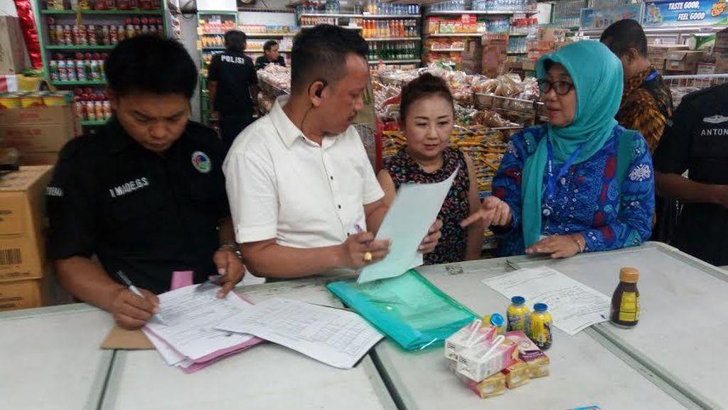 Razia Makanan di Surabaya Temukan Mi Dimakan Tikus Hingga Susu Berbelatung