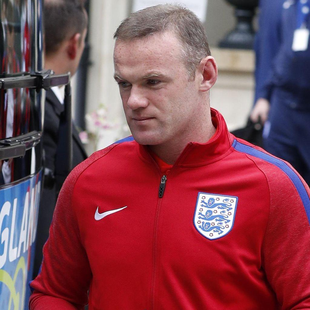 Shearer Sarankan Rooney Bersikap Egois dan Pensiun dari The Three Lions