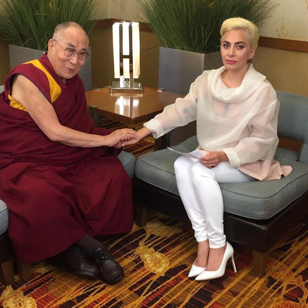 Bertemu Dalai Lama, Lady Gaga Diprotes Fans Tiongkok