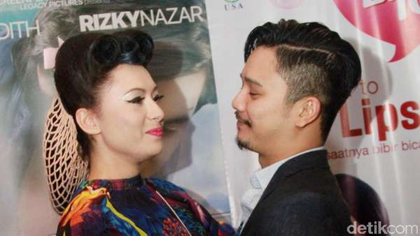Love is in the Air! Mesranya Derby Romero dan Pacar