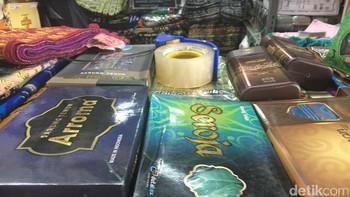 Wanita Ini Raup Omzet Rp 300 Juta Jualan Sarung Selama Ramadan