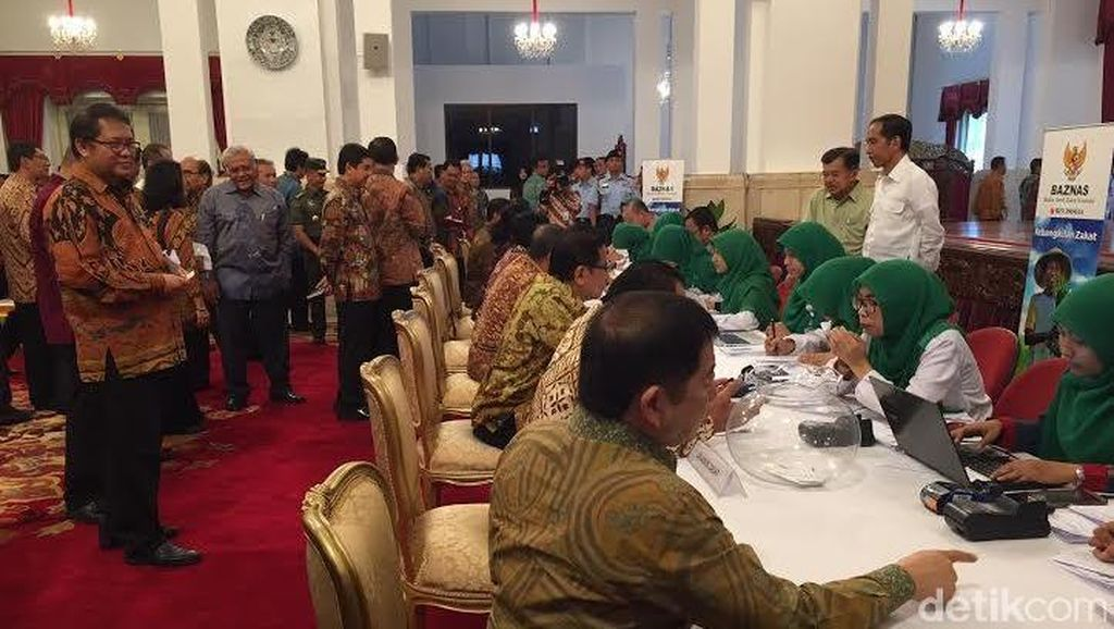 Pertama Kali, Presiden Kumpulkan Menteri untuk Setor Zakat ke Baznas