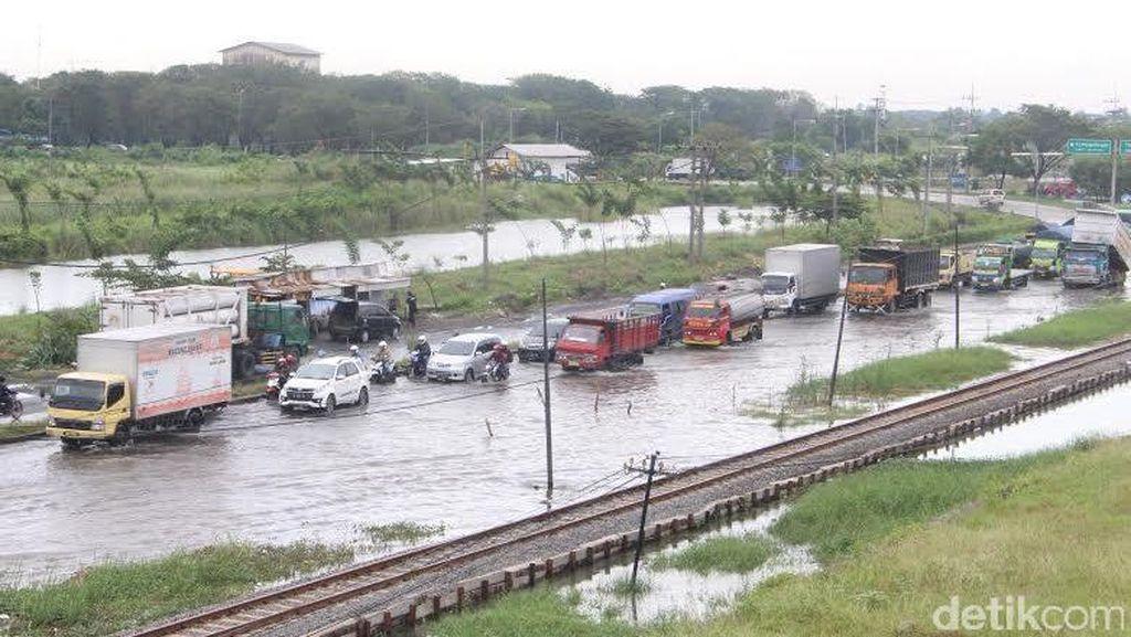 Hujan Deras di Sidoarjo akibatkan Tanggul Penahan Lumpur Jebol
