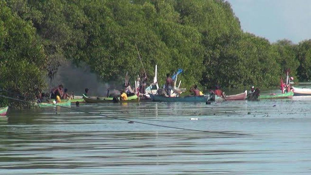 Bangkai Perahu yang Terbakar di Sumenep Jadi Tontonan, Tiga ABK Diperiksa