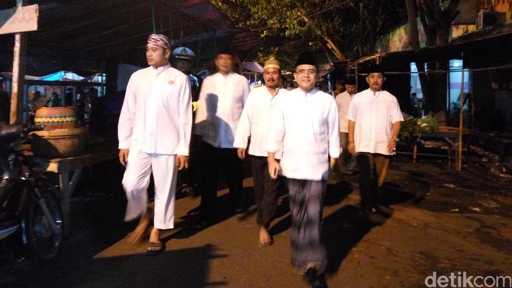 Bupati Anas Ajak Pedagang Santap Sahur Sambil Bicarakan Rencana Renovasi Pasar