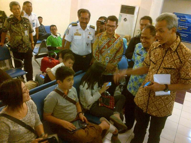 Tinjau Bandara, Gubernur Ganjar Dicurhati Soal Pelayanan Loket Taksi