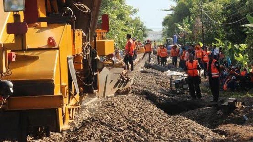 2.000 Kubik Batu Kricak Digunakan Perbaiki Trek Akibat Banjir di Pasuruan