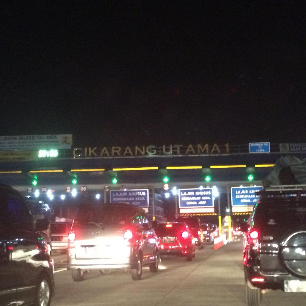 Diserbu Pemudik, Gerbang Tol Cikarang Utama Macet 5 Km