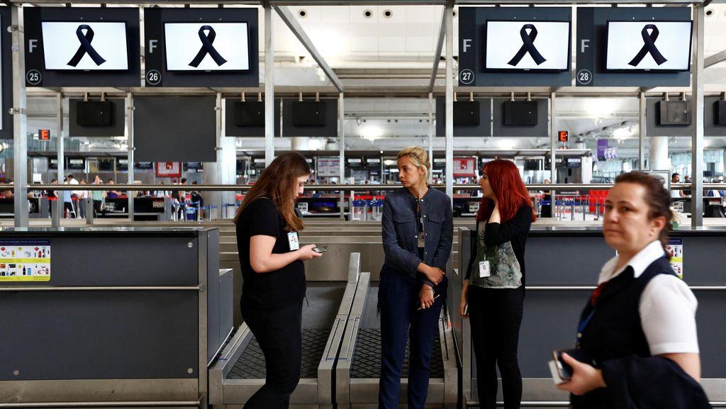 Usai Teror Bom, Pengunjung Berfoto di Bandara Istanbul yang Masih Mencekam
