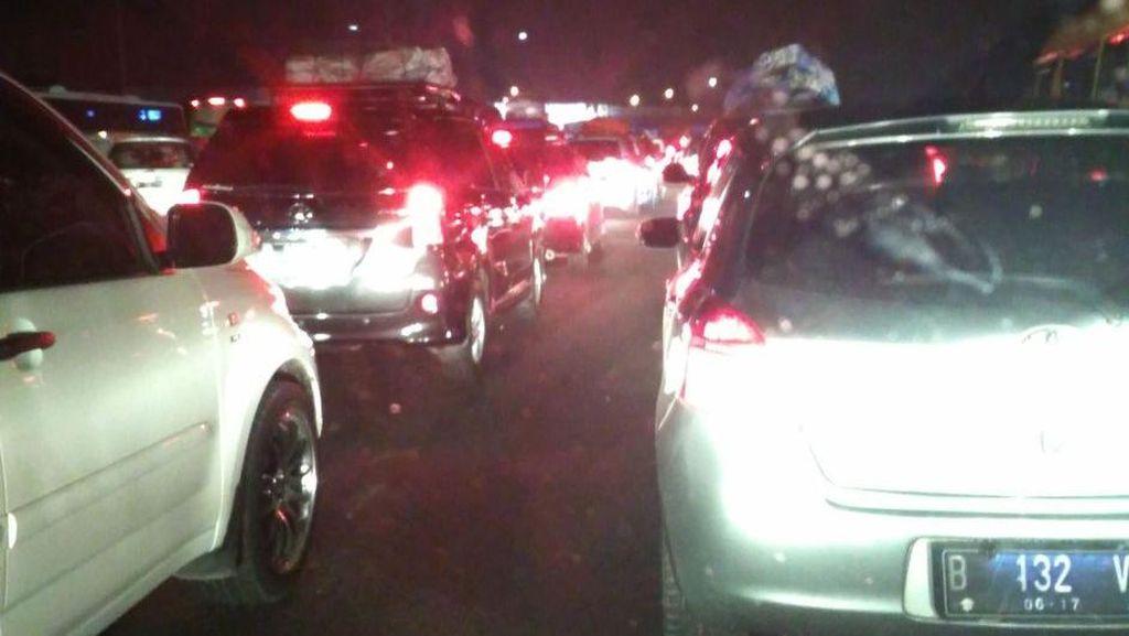 Tol Jakarta-Cikampek Padat, Ini Rute Alternatif untuk Hindari Macet