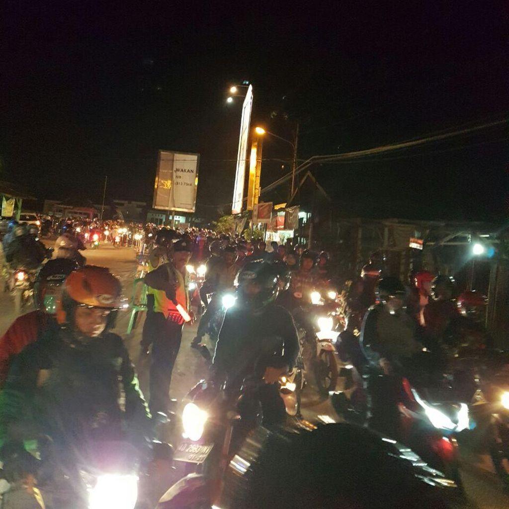 Pemudik Sepeda Motor Mulai Padati Karawang, Polisi Lakukan Buka Tutup Jalan