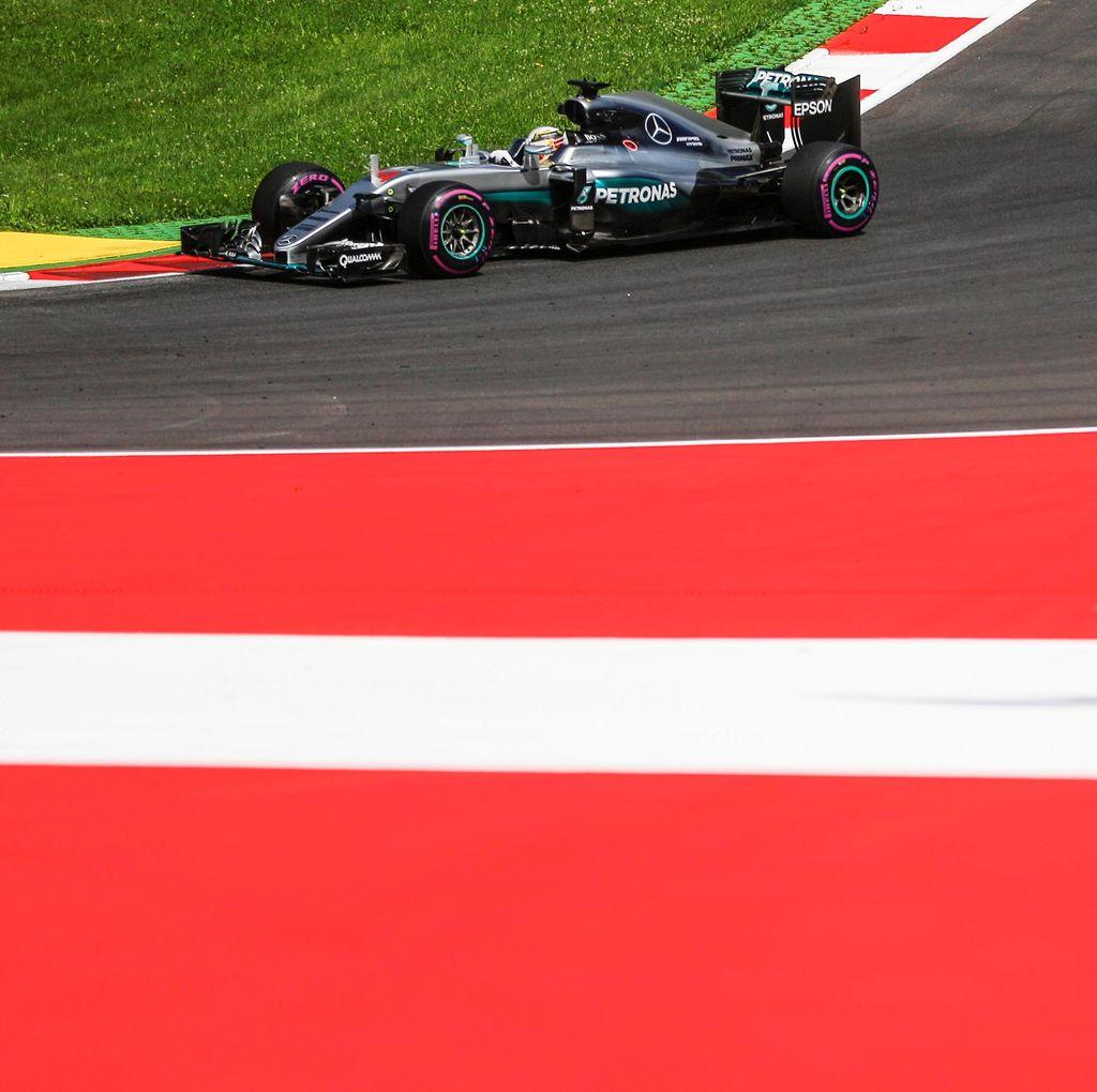 Hamilton Dikritik Usai Sesi Latihan Hari Pertama GP Austria