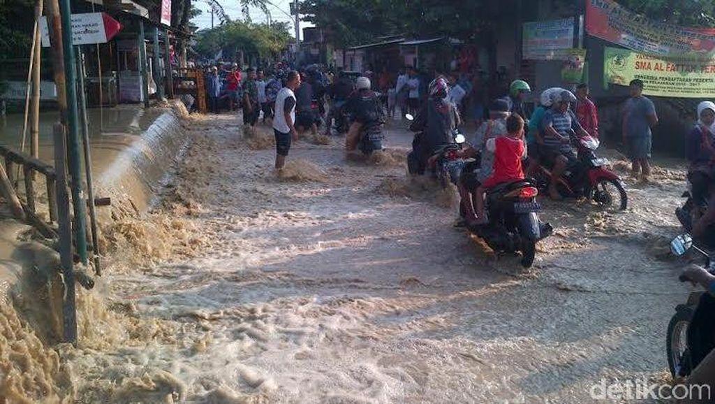Sungai Meluap, Perkampungan Sawah Besar Semarang Dilanda Banjir Berarus