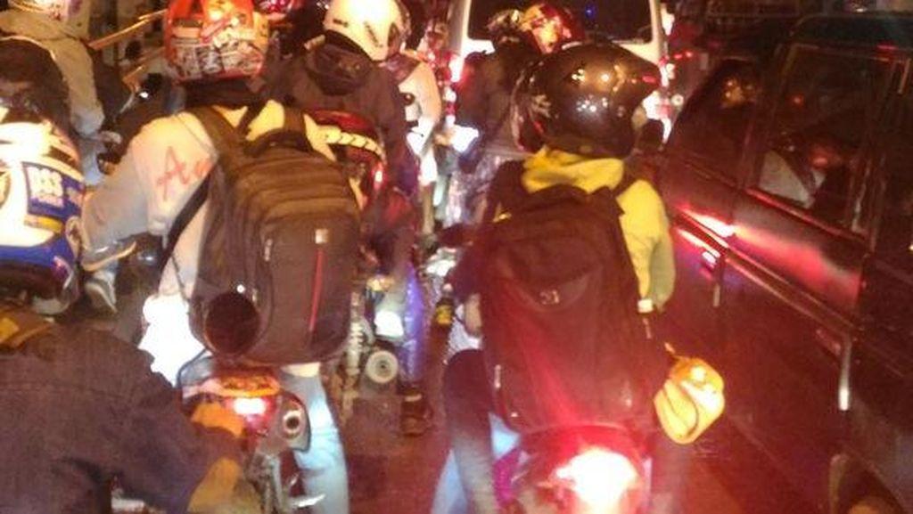 Jalan Licin dan Kurang Penerangan, Banyak Pemotor di Ketanggungan Terpeleset