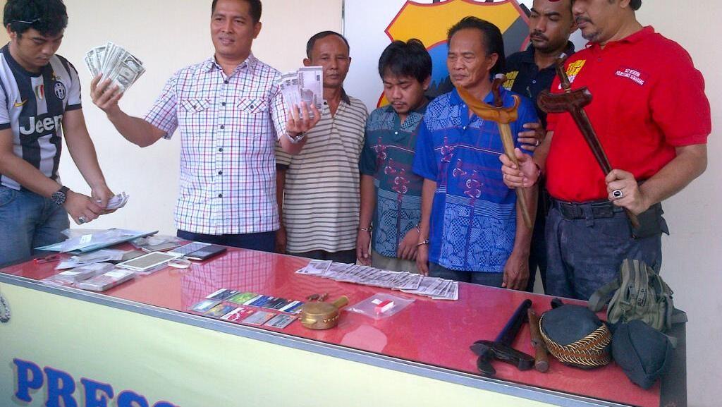 Kakek Pengedar Dolar dan Euro Palsu Ditangkap Polisi di Semarang